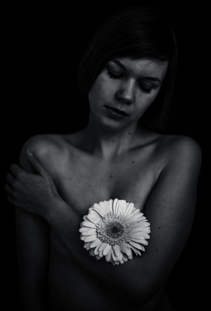 Teilaktfoto Frau Blüte